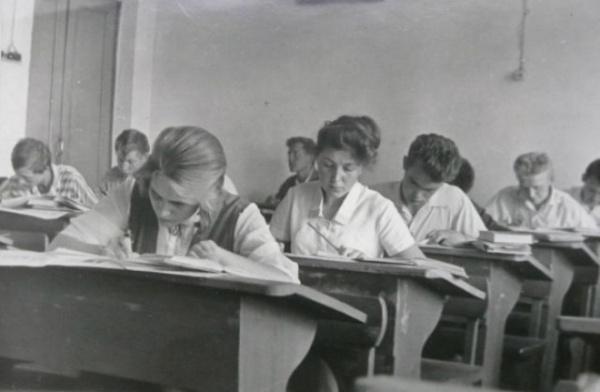 История: Интересное: Школьная парта Эрисмана