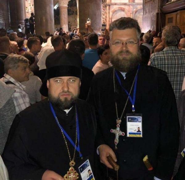 Новости: Украинские сектанты Филарета украли Благодатный огонь