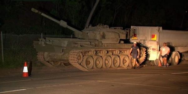 Интересное: В Австралии у дороги нашли танк