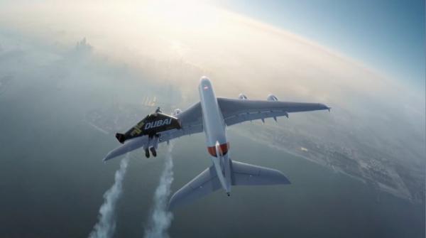 Происшествия: Пилот пожаловался на летающего за бортом мужика :-)