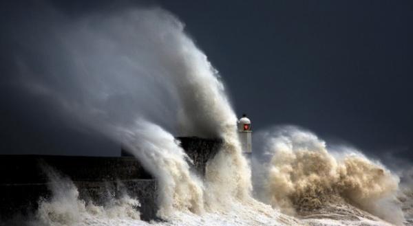 Природа: Волны и маяк