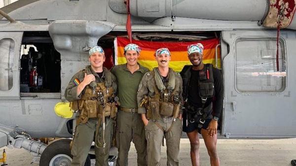Безумный мир: *Голубой* вертолет - опубликовали первое фото ЛГБТ-экипажа вертолета ВМС США