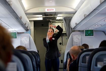 Прибалтика: Общество: Латвийский певец возмутился из-за русского языка в самолете