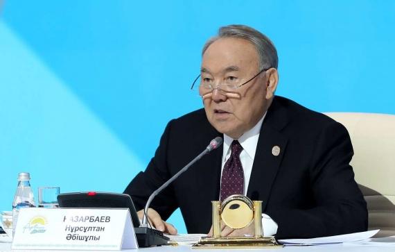 Политика: Нурсултан Назарбаев уходит в отставку. Он был главой Казахстана с 1990 года