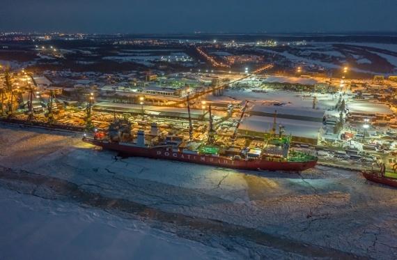 Экономика: Атомный контейнеровоз «Севморпуть» вышел в первый рейс с грузом для проекта «Арктик СПГ-2»