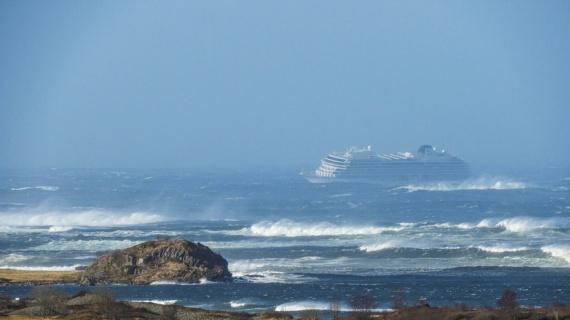 Происшествия: Блог Cfybnfh_ktcf1: Авария круизного лайнера: 1300 человек в плену у моря