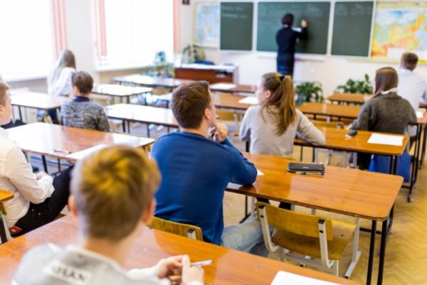 Общество: Одаренные школьники получат бесплатное образование при ведущих вузах страны