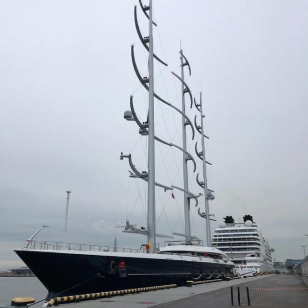 Интересное: В Петербург зашла гигантская парусная яхта Черная жемчужина